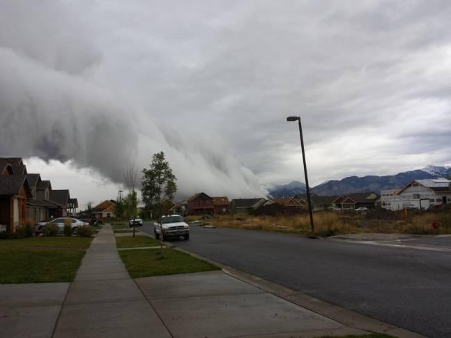 Странные облака напугали жителей штата Монтана (16 фото)