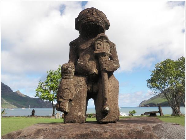 Тайна каменных статуй острова Нуку-Хива (5 фото)