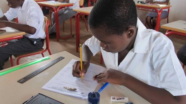 Четыре школы в Зимбабве закрыли из-за нападения гоблинов на детей