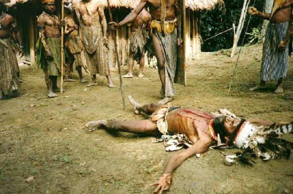 Папуасы считают европейцев бессмысленно жестокими дикарями