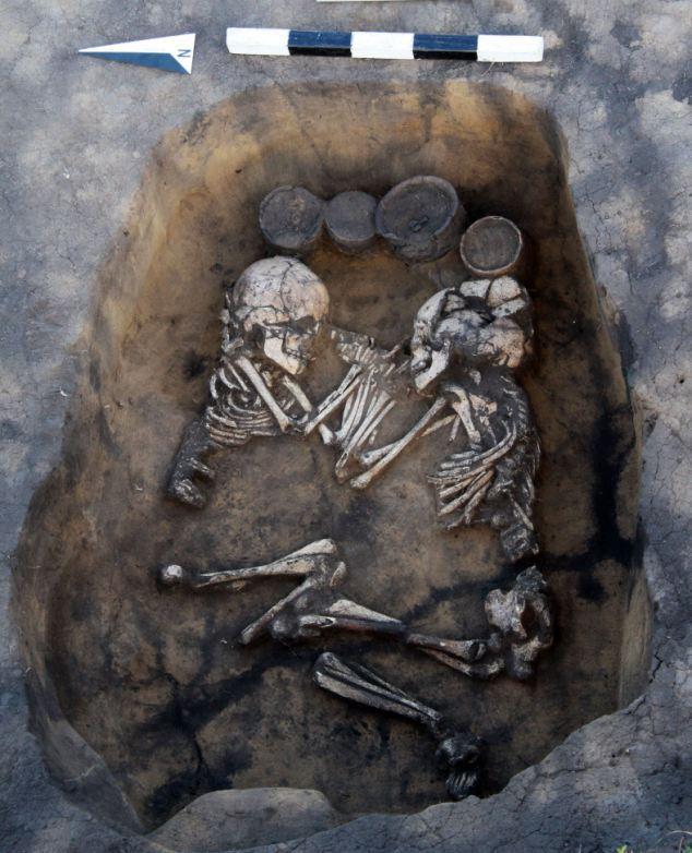 В сибири найдено необычное захоронение бронзового века (5 фо.