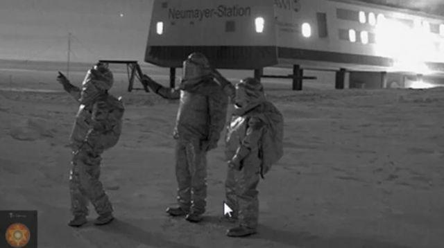 Нечто странное происходит под Антарктидой (+3 видео)
