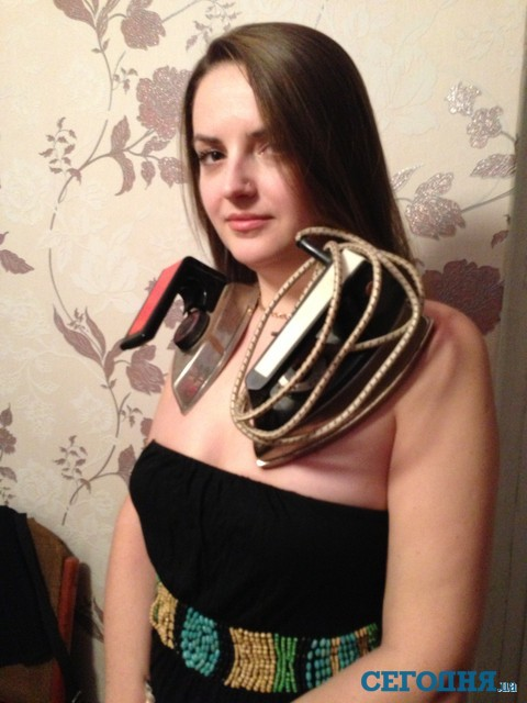 К телу девушки-магнита из Донбасса липнут ложки и утюги