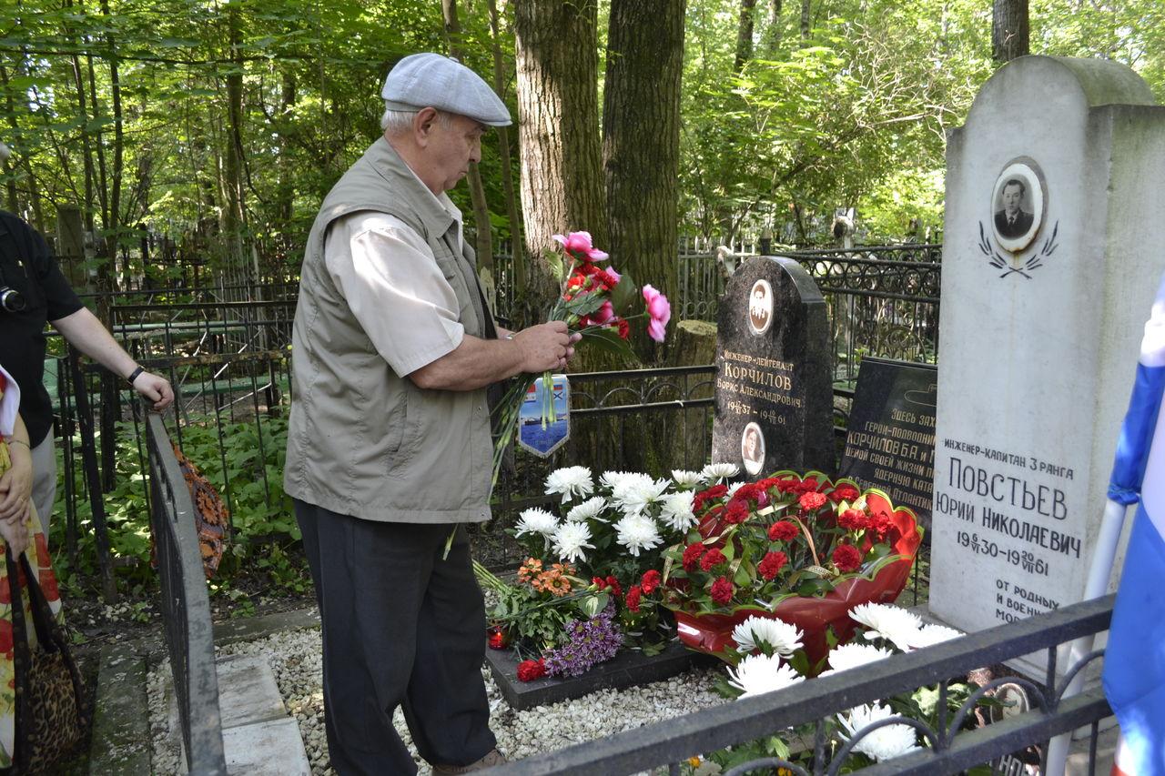 Цветы на кладбище какие приносить