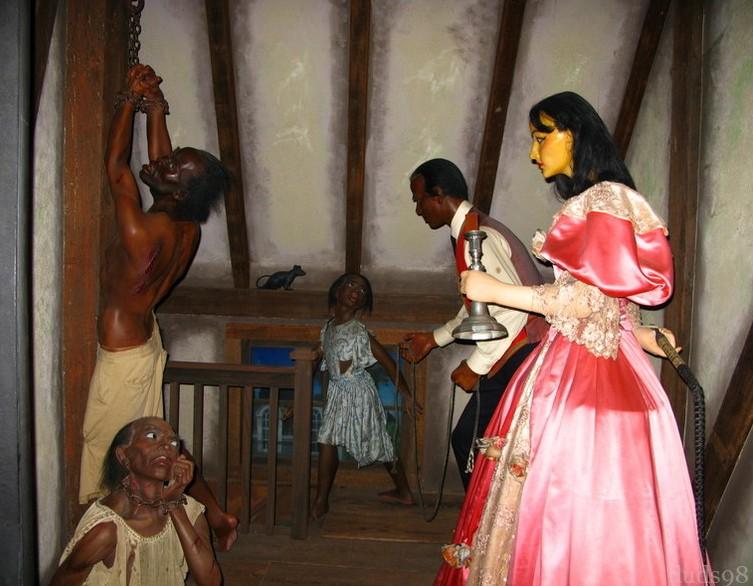 Строгая хозяйка и рабыня 17 фотография