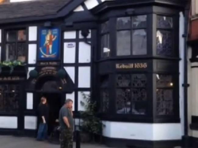 В одном из самых старых пабов Великобритании снова засняли привидение