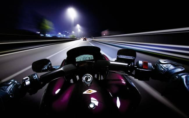 Жителей пригорода Пскова пугает призрак погибшего мотоциклиста