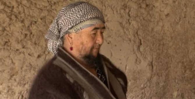 Бородатая бабушка из Казахстана счастлива в браке (3 фото)