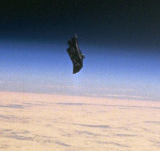 Картинки по запросу инопланетный спутник темный рыцарь