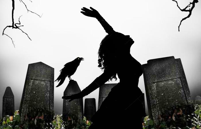 Незнакомка в старинной шляпке на кладбище