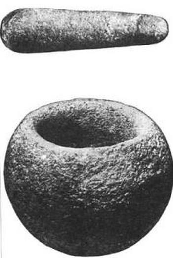 Каменные ступка и пестик, найденные в 1877 году под горой Тейбл-Маунтин управляющим шахтой. Фото с сайта: epochtimes.com.ua