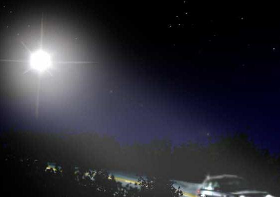 Необъяснимые явления Light_Chasing_Car