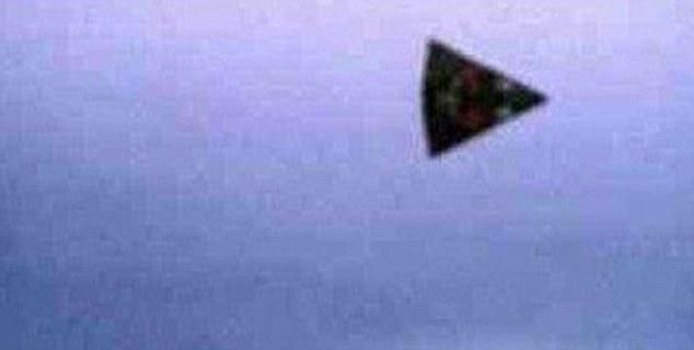 Треугольные НЛО зачастиили в Англию