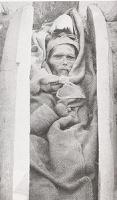 Издали может показаться, что на снимке - закутанная в какие-то ткани старуха. Но на самом деле эта женщина к моменту снимка в 1910 году была мертва уже свыше тридцати пяти веков и сохранилась только из-за сухого и холодного климата высокогорья.