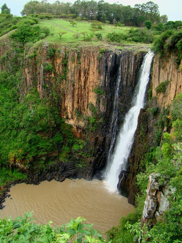 Инканьямба - огромная змея из водопада (4 фото)