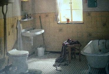 В моей ванной кто-то жил, стучал по ночам и двигал тазы