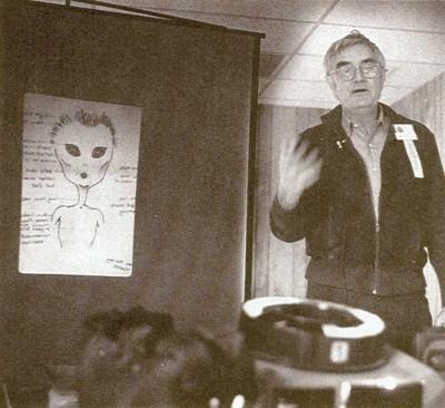 Инопланетяне и люди искусства (4 фото)