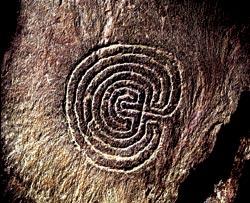 В железном веке петли каменных стен сооружали для защиты от сильных ветров. Остров Инишир (Ирландия)